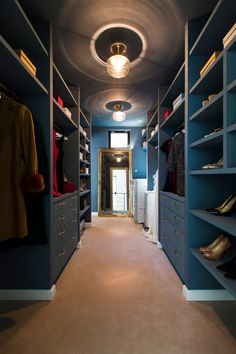 Wardrobe Room, Walk In Wardrobe, Closet Bedroom, Walk In Closet, Bedroom Layouts, House Layouts, Beautiful Houses Inside, House Inside, Bathroom Interior