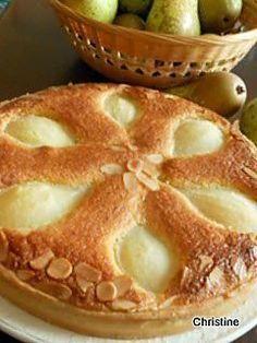 La meilleure recette de Tarte aux poires à la frangipane! L'essayer, c'est l'adopter! 4.8/5 (26 votes), 38 Commentaires. Ingrédients: pâte brisée : 200 gr de farine 1 oeuf 2 cs de sucre 100 gr de beurre 1 pincée de sel crème d'amandes : 100 gr beurre mou 80 gr de sucre 100 gr de poudre d'amandes 2 oeufs 20 gr de maïzena 1/2 cc d'extrait d'amandes amères 3 à 4 poires suivant la grosseur quelques amandes effilées