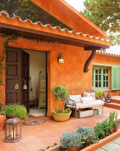 House inspired by Provence Design Exterior, Exterior Colors, Exterior Paint, Interior And Exterior, Spanish Style Homes, Spanish House, Spanish Style Interiors, Outdoor Spaces, Outdoor Living