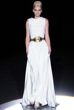 Isabel Zapardiez Wedding Styles, Fashion, Vogue Spain, New York Fashion, Walkway, Seasons, Boyfriends, Moda, Fashion Styles