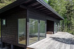 Image 4 of 19 from gallery of Summer House on the Baltic Sea Island / Pluspuu Oy. Photograph by Samuli Miettinen Mini Chalet, Bungalow, Scandinavian Cabin, Sauna House, Contemporary Cabin, Design Exterior, Exterior Rendering, Modern Cottage, Baltic Sea