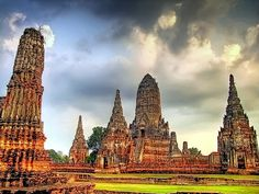 awesome Moody Skies over Wat Chaiwatthanaram (UNESCO) | Ayutthaya | Thailand
