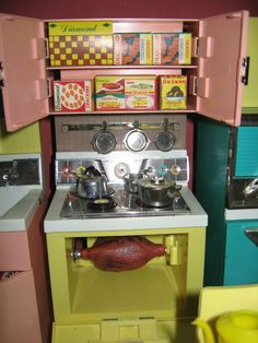 Stove from Reading Corp. Deluxe Dream Kitchen for Fashion Dolls, 1960's