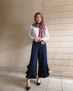 """ถูกใจ 19.2k คน, ความคิดเห็น 295 รายการ - Ayana Jihye Moon (@xolovelyayana) บน Instagram: """"Happy Saturday My favorite pants are from @leeyanarahman.co I will visit to Penang in…"""" Modest Fashion Hijab, Modern Hijab Fashion, Casual Hijab Outfit, Hijab Fashion Inspiration, Korean Fashion, Fashion Outfits, Fashion Clothes, Hijab Style, Hijab Chic"""