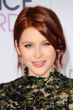Renee Olstead at the 2016 People's Choice Awards. http://beautyeditor.ca/2016/01/08/peoples-choice-awards-2016