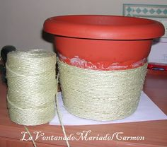 Rope Crafts, Diy Home Crafts, Sisal, Diy Para A Casa, Diys, Painted Clay Pots, Cheap Christmas Gifts, Plant Basket, Creation Deco