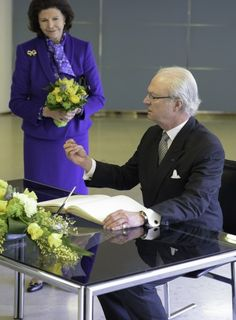 The lunch earlier on Wednesday included writing in the guestbook at Helsinki City Hall.