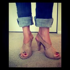 i love cuffed jeans with heels