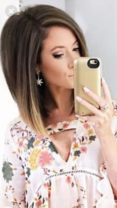 Best 12 Love her hair Bob Braun, Medium Hair Styles, Short Hair Styles, Corte Y Color, Hair Creations, Hair Color And Cut, Hair Affair, Layered Hair, Great Hair