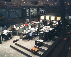 For Gemini missions, changes were made in the existing console lineup in the Flight Control Area. Two consoles were added on the left side of the room that faced inward, and on the right side of the room, a fifth plot board was added to the row of four from Project Mercury.