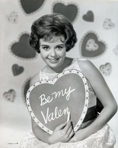 Image detail for -valentine old hollywood actress vintage heart Funny Valentines Day Quotes, Valentines Day Greetings, Valentine Day Love, Valentine Pics, Vintage Valentine Cards, Vintage Holiday, Connecticut, Tunnel Of Love, How To Pose