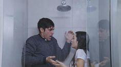 Esperanza y el padre Tomás, empapados bajo la ducha de un cuarto de hotel http://www.eltrecetv.com.ar/esperanza-mia/que-momento-esperanza-y-el-padre-tomas-empapados-bajo-la-ducha-de-un-cuarto_078587… @EsperanzaMiaOK