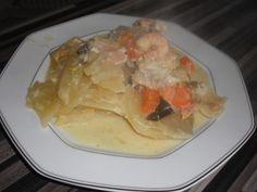 lotte, saumon, loup, empereur, crevette, beurre, carotte, oignon, poireau, pomme de terre, crème liquide, vin blanc, safran, poivre...