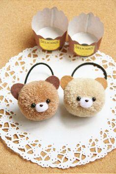 Felt Crafts Diy, Pom Pom Crafts, Diy Arts And Crafts, Cute Crafts, Creative Crafts, Yarn Crafts, Diy Crafts To Sell, Crafts For Kids, Pom Pom Animals