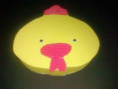 caixa decorativa para lembrancinha. Confeccionada em papel micro ondulado.