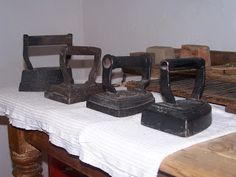 Typical English irons of the (Collection Tranby House, Australia). The shape was used by Victorian antiquaries to describe a style of medieval shield, termed by analogy heater shield. Antique Iron, Vintage Iron, Power Wash Machine, Medieval Shields, Victorian Gown, Victorian Kitchen, Vintage Laundry, How To Iron Clothes, Iron Board