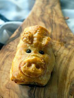 Pork Bacon and Cheese Sausage Rolls, AKA Piggie Rolls! www.bellyrumbles.com