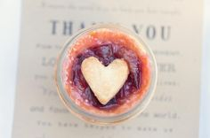 favors from the heart. hand-made pies in a jar  Photography by weheartphotography.com