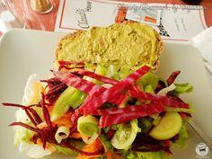 Sanduíche Grelhado com Legumes e Homus -