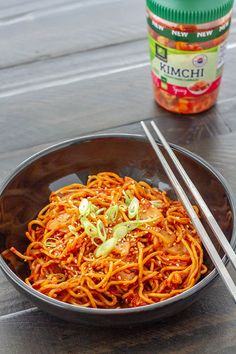 Kimchi yakisoba---a twist on yakisoba (Japanese stir-fried ramen noodles), with a spicy kimchi sauce in place of regular sweet and salty yakisoba sauce. Stir Fry Ramen Noodles, Fried Ramen, Pan Fried Noodles, Mama Noodles, Kimchi Ramen, Radish Kimchi, Kimchi Noodles, Kimchi Food, Recipes