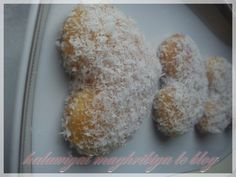 Dès que j'ai vu cette recette sur le blog de ma chère amie Yasminenass, je n'ai pas pû m'empêcher de la tester aussitôt car j'avais justement l'intention de faire des biscuits à la noix de coco. Pour 30 coeurs selon la taille de l'emporte-pièce : - 120g...