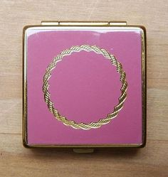 Vintage pink & gold enameled compact, Vogue Vanities, 4x4 cm.