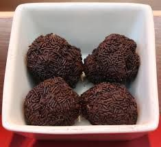 Tartufi al cioccolato/ Chocolate Truffles (made with egg yolks, butter and milk) Diabetic Recipes, Healthy Recipes, Theobroma Cacao, Chocolate Truffles, Sweets Recipes, Sin Gluten, Cake Cookies, Finger Foods, Sugar Free