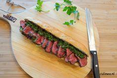 Stokbrood met longhaas en peterseliesalsa. Omdat de slager dit stukje vlees vaak zelf hield, wordt longhaas ook wel beenhouwersbiefstuk genoemd.