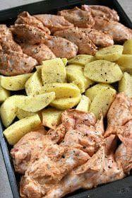 Łatwe danie, przygotowywane na jednej blaszce z ziemniakami, nie wymaga wiele wysiłku. Skrzydełka zamarynowałam dwie godziny przed pieczenie... Pork Recipes, Chicken Recipes, Cooking Recipes, Best Appetizer Recipes, Dinner Recipes, One Pot Dinners, Tasty Dishes, Love Food, Food Porn