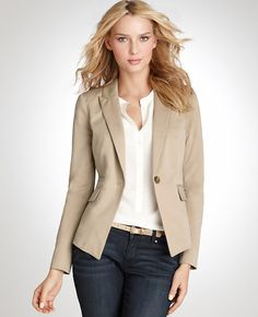 20 these outfits prove that a beige blazer is a must have 14 Business Outfit, Business Casual Outfits, Office Outfits, Work Outfits, Spring Outfits, Khaki Blazer, Look Blazer, Work Fashion, Fashion Outfits