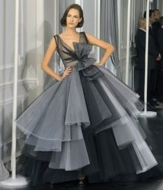 oscar de la renta red carpet dress...this is one of the most beautiful dresses I have ever seen