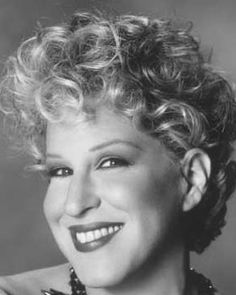 "Bette Midler is a great role model for women of all ages! Canta la cancion ""The rose"". Buscala en youtube con lyrics, te encantara!!"