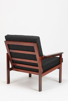 Design Illum Wikkelso/ Manufacture Niels Eilersen/ Construction Rosewood/ Material Wool/ #Classic