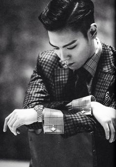 TOP. I've been too busy(?) to miss TOP lately. I want to say sorry for having a life, but then I'm like no, wait. This is good. It's good to be busy, to have something to do to pass the time. But it's hard. And when the other Bigbang members leave...and what about other groups...and the new drafting rules... It's still hard.