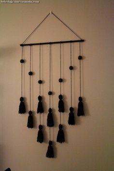 Yarn Wall Art, Wall Hanging Crafts, Yarn Wall Hanging, Diy Wall Art, Diy Art, Wall Hangings, Cute Diy Room Decor, Diy Wall Decor, Diy Home Decor