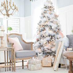 How pretty is this one?? @mscraftberrybush Love it!  #home #pretty #dreamy #homedecor #christmastree #interior #decorating