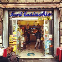Piazza Sant'Eustachio est le meilleur café de Rome, et le cappuccino est suuuper crémeux. - aanrader van locals