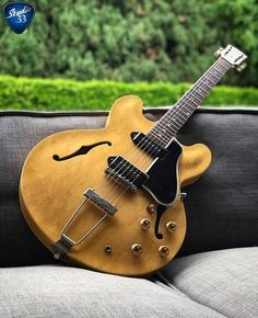 Check out this 1959 #gibson ES-330 from @jasonsinay's amazing collection !#guitar #studio33guitar #acousticguitar #Guitartypes