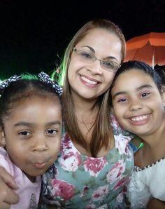 Lindas! Sobrinha a direita e filha a esquerda. Amo minhas princesas!