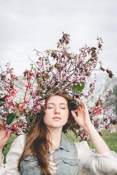 Couronne de fleurs XXL - Crédit Photo: La Femme Gribouillage - Fleurs: Lily Paloma - La Fiancée du Panda blog Mariage et Lifestyle