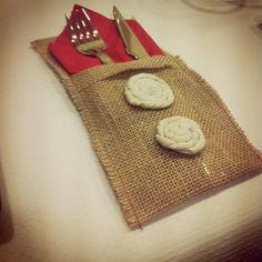 Burlap Cutlery and napking holder  Porta cubiertos y servilleta de tela de saco   https://m.facebook.com/DecorandoConEncanto?__user=708135387