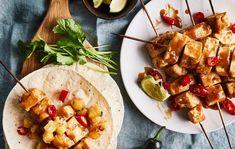 Teriyaki-tofuvartaat/Tofu skewers with teriyaki sauce, Kotiliesi. Teriyaki Sauce, Delicious Vegan Recipes, Skewers, Vegan Food, Tofu, Tacos, Meat, Chicken, Ethnic Recipes