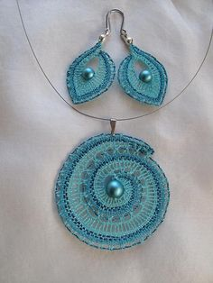 ensembles vendus «Galerie | DENTELLE - Romana Kdýrová Tatting Earrings, Lace Earrings, Lace Jewelry, Crochet Earrings, Jewellery, Textiles, Lace Patterns, Crochet Patterns, Bobbin Lacemaking