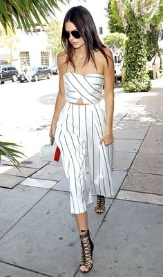 Kendall Jenner makes street style look like runway! Don't miss some of Kendall Jenner's best street style looks. Kendall Jenner Estilo, Kris Jenner, Kendall And Kylie, Street Style Summer, Street Style Looks, Looks Style, Look Fashion, Fashion Outfits, Fashion Trends