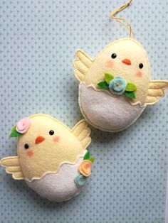 image 0 to sell at craft fair Felt PDF sewing pattern - Felt chicks - Easter ornament, easy sewing pattern, DIY hanging decoration, spring, chicken Felt Crafts, Easter Crafts, Fabric Crafts, Easy Sewing Patterns, Felt Patterns, Pattern Sewing, Diy Ostern, Felt Decorations, Diy Hanging