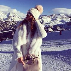 46 stylish winter outfits ideas to enjoy the snow Stylish Winter Outfits, Fall Outfits, Winter Wear, Autumn Winter Fashion, Mode Au Ski, Snowboarding, Skiing, Outfit Invierno, Snow Outfit