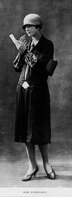 Les modes: revue mensuelle illustrée des arts décoratifs appliqués à la femme, nov 1925 - Robe d'après midi, Premet.