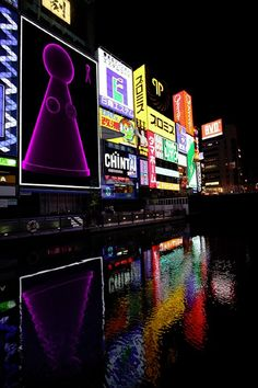 Our message is glowing!...even in Osaka :-) Come on let's KILL CANCER.   LUDOLIFE - probably the most lovable cancer killing art in the world!   #artist #artagainstcancer #ludolife #artwork #gallery #art #frieze #beautiful #exhibition #instagood #followme #london #newyork #losangeles #miami #dubai #monaco #paris #berlin #tokyo #hongkong #beverlyhills #uppereastside #you #osaka #follow #love #instaart #fiac