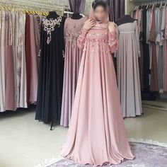 Very nice dress, decorated with a scattering of flowers - Pregnancy Maternity Bridesmaid Dresses, Bridal Dresses, Hijab Evening Dress, Evening Dresses, Abaya Fashion, Fashion Dresses, Simple Dresses, Cute Dresses, Pregnant Party Dress