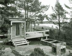 summer house, risør, norway | carl-viggo hølmebakk as, 1995-97 Landscape Architecture, Norway, Shabby Chic, Exterior, House Styles, Plants, Summer, Cabins, Home Decor